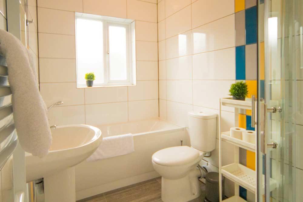 Nottingham Radford House - Bathroom 3