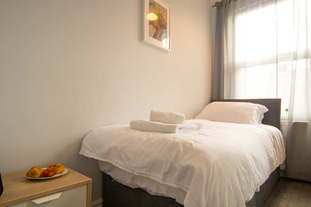 Nottingham Radford House - Bedroom 1