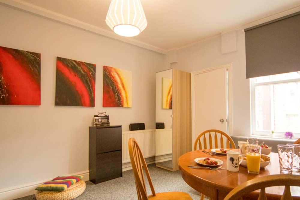 Nottingham Radford House - Living Room