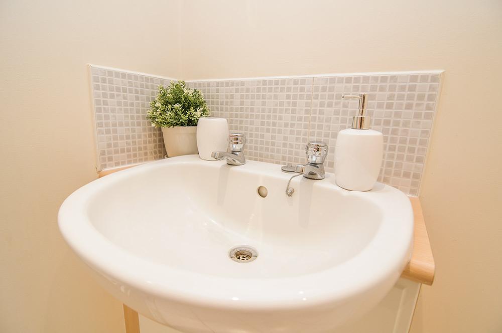 Sargeson Apartment - Bathroom